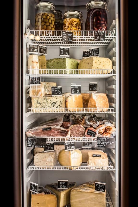 Prodej sýrů a delikates