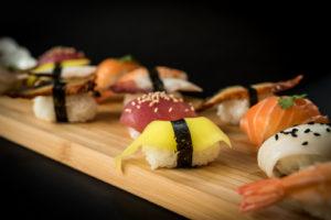 Servírované sushi