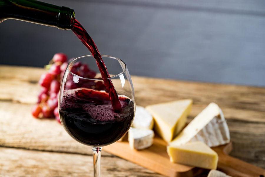 Etiketa nalévání vína: Jak správně podávat víno?