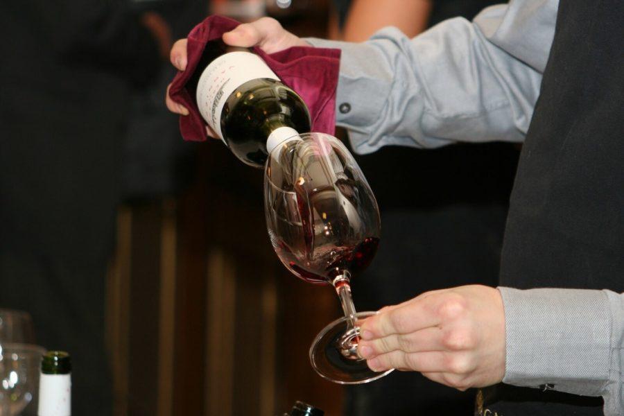 Jakých chyb se vyvarovat při podávání vína?